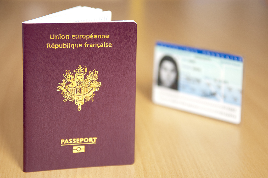 Carte D Identite Ou Passeport Pour Mineur De Moins De 12